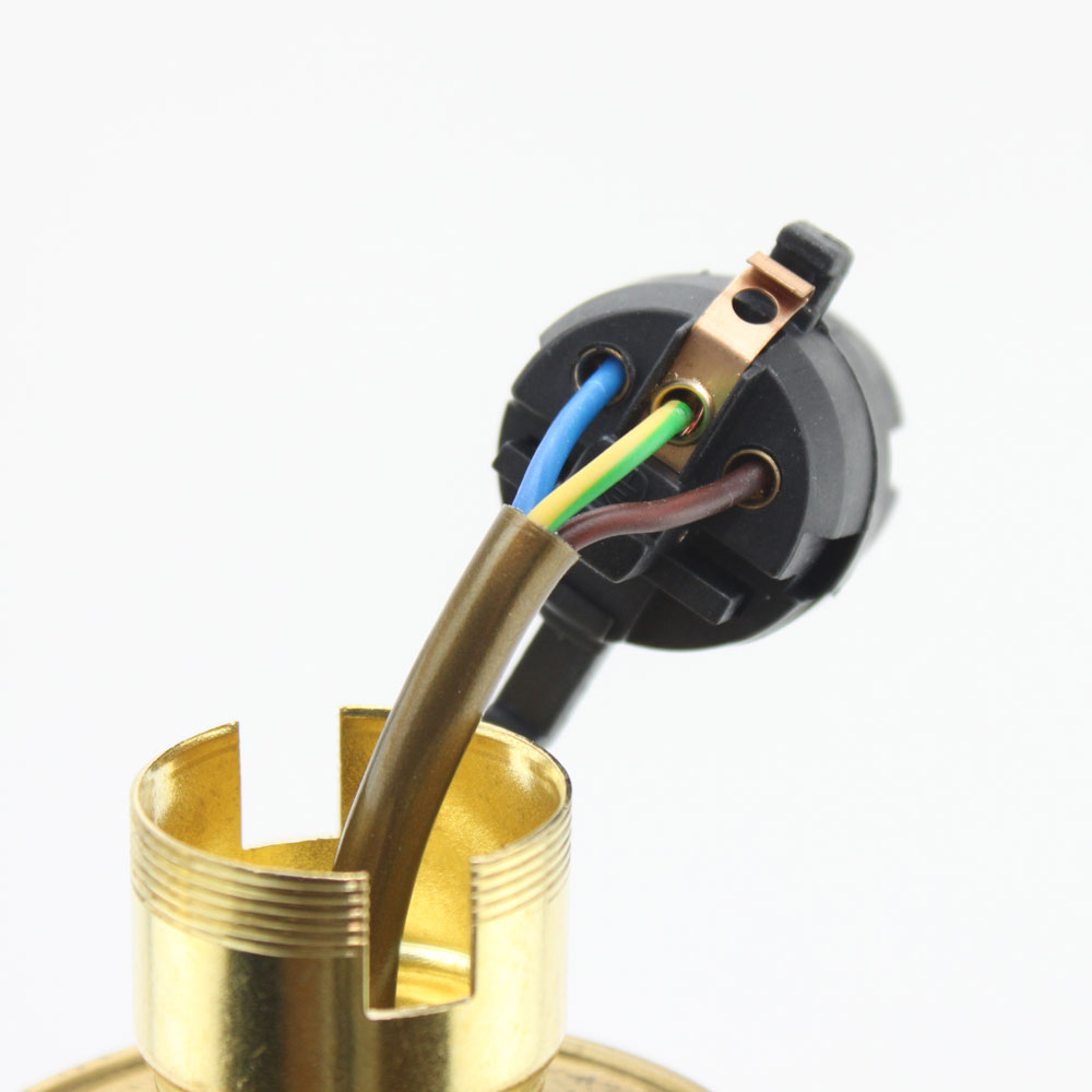 wiring of a bc switched lampholder with internal earth connection rh lampspares co uk Wiring a Lamp Fixture wiring a lamp without earth